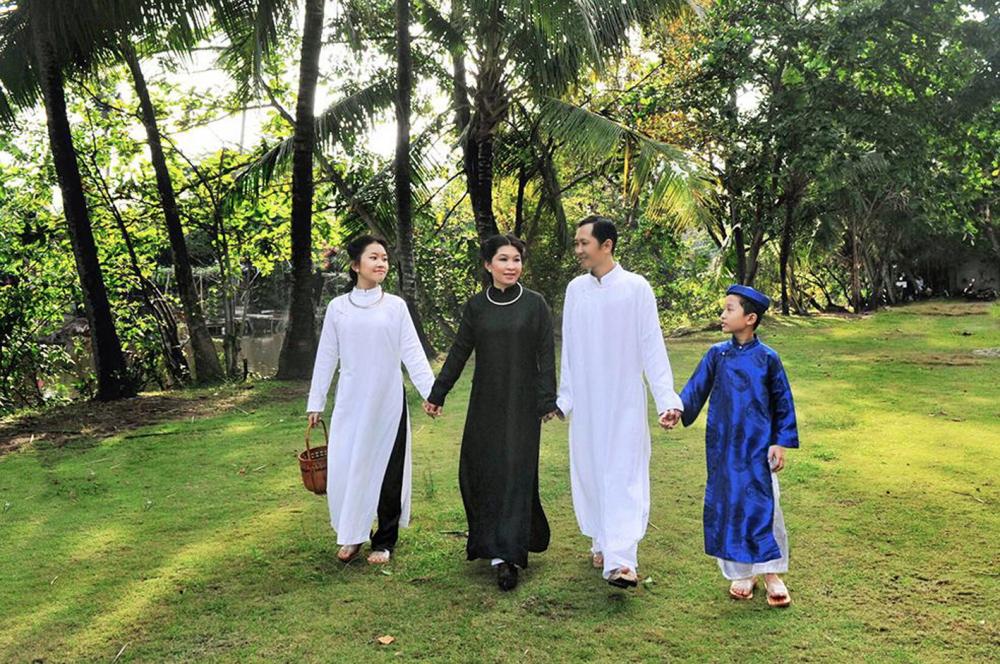 Mọi thành viên gia đình chị Nguyễn Thị Thanh Thúy đều mê áo dài