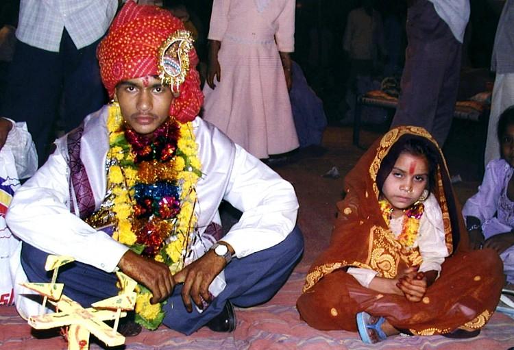 Có những cuộc hôn nhân ép buộc ở Ấn Độ mà cô dâu là những bé gái chỉ mới 8 tuổi