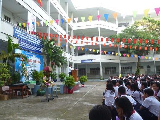 Học sinh Trường THCS Trần Danh Ninh trong một buổi chào cờ
