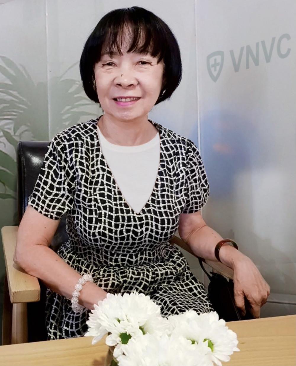 Dược sĩ Trần Thị Trung Trinh, Giám đốc Kiểm soát chất lượng của Hệ thống Trung tâm Tiêm chủng VNVC, người đang giữ cánh cửa vắc-xin an toàn cho hàng triệu người dân