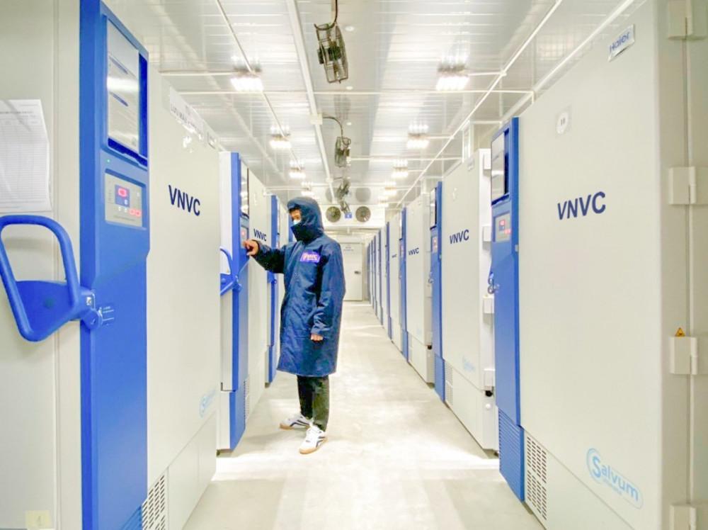 Hệ thống kho lạnh âm sâu đầu tiên và duy nhất tại Việt Nam của VNVC có thể bảo quản các vắc-xin COVID-19 như Pfizer/BioNTech, Moderna... với nhiệt độ âm sâu rất thấp
