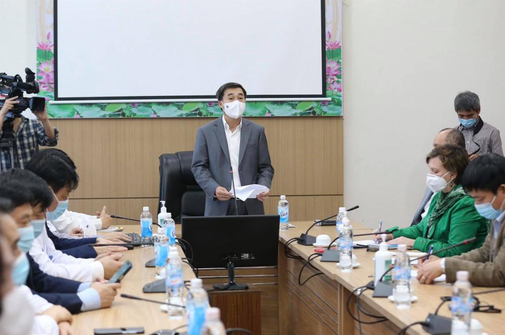 Thứ trưởng Bộ Y tế kêu gọi người dân Việt Nam tiêm chủng vắc xin để ngừa COVID-19