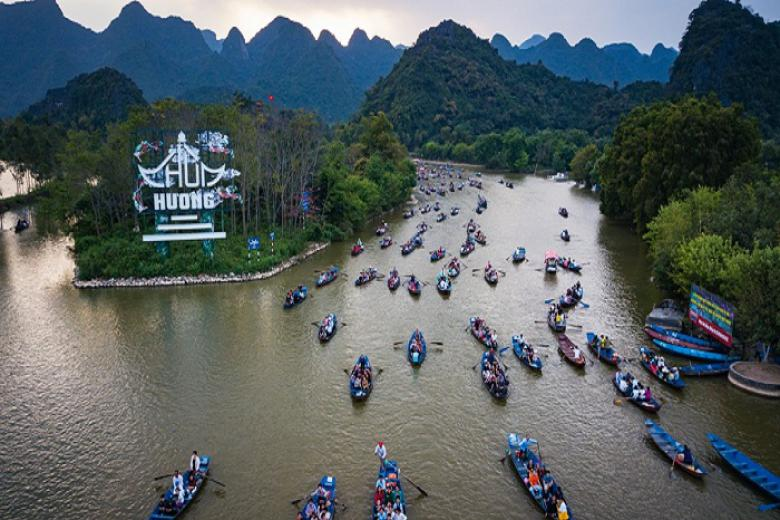 Hà Nội lo mở cửa di tích chùa Hương vào cuối tuần, ngày đầu tháng âm lịch sẽ gây ra tình trạng tập trung đông người, không đảm bảo giãn cách (ảnh minh họa)