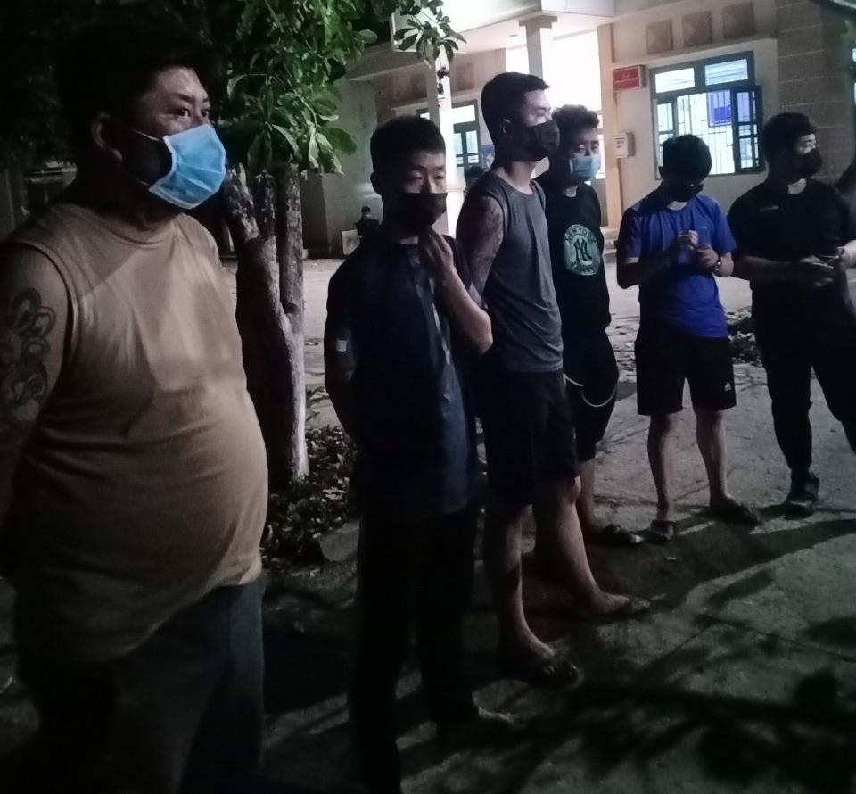Các đối tượng định trốn sang Campuchia nhưng bị phát hiện bắt giữ đưa đi cách ly.