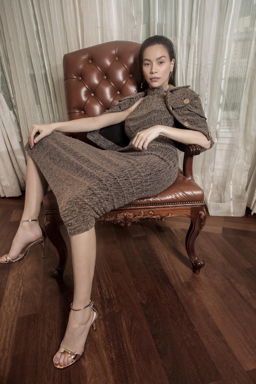Trước đó, nữ ca sĩ Hồ Ngọc Hà từng diện thiết kế tương tự nhưng kết hợp thêm áo khoác nhỏ gọn bên ngoài để tạo thêm điểm nhấn.