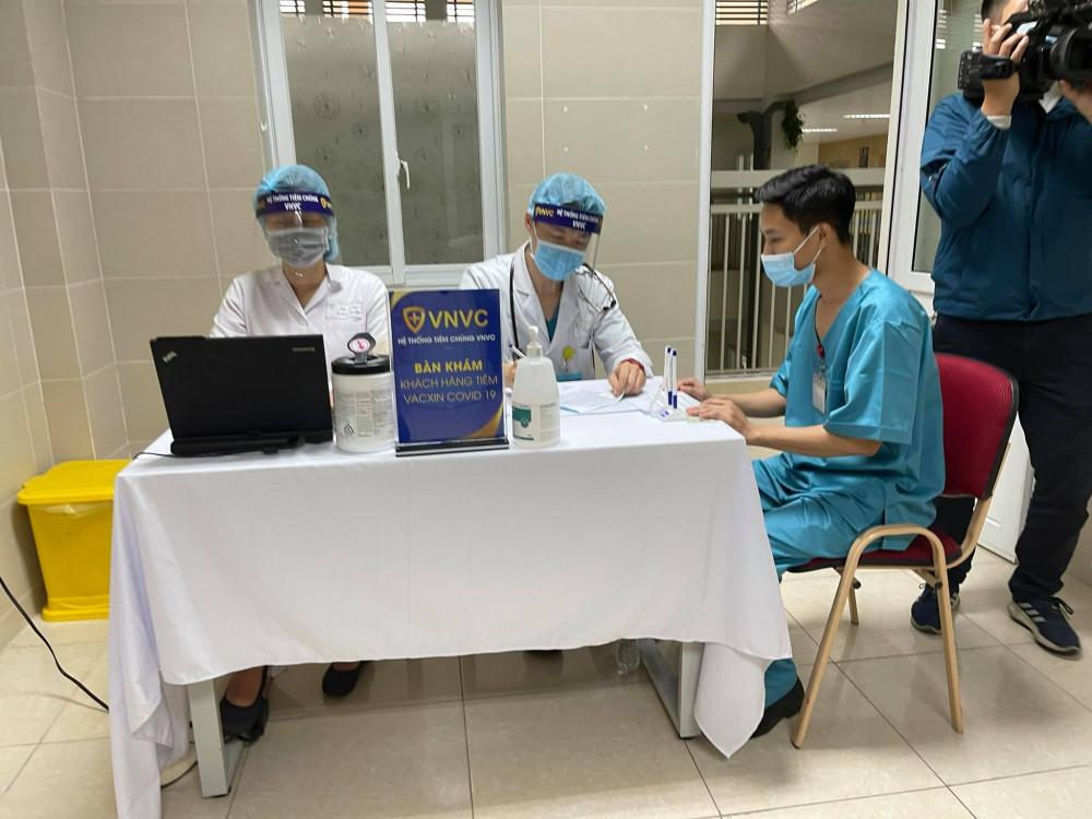 Bệnh viện Thanh Nhàn tổ chức tiêm chủng theo quy