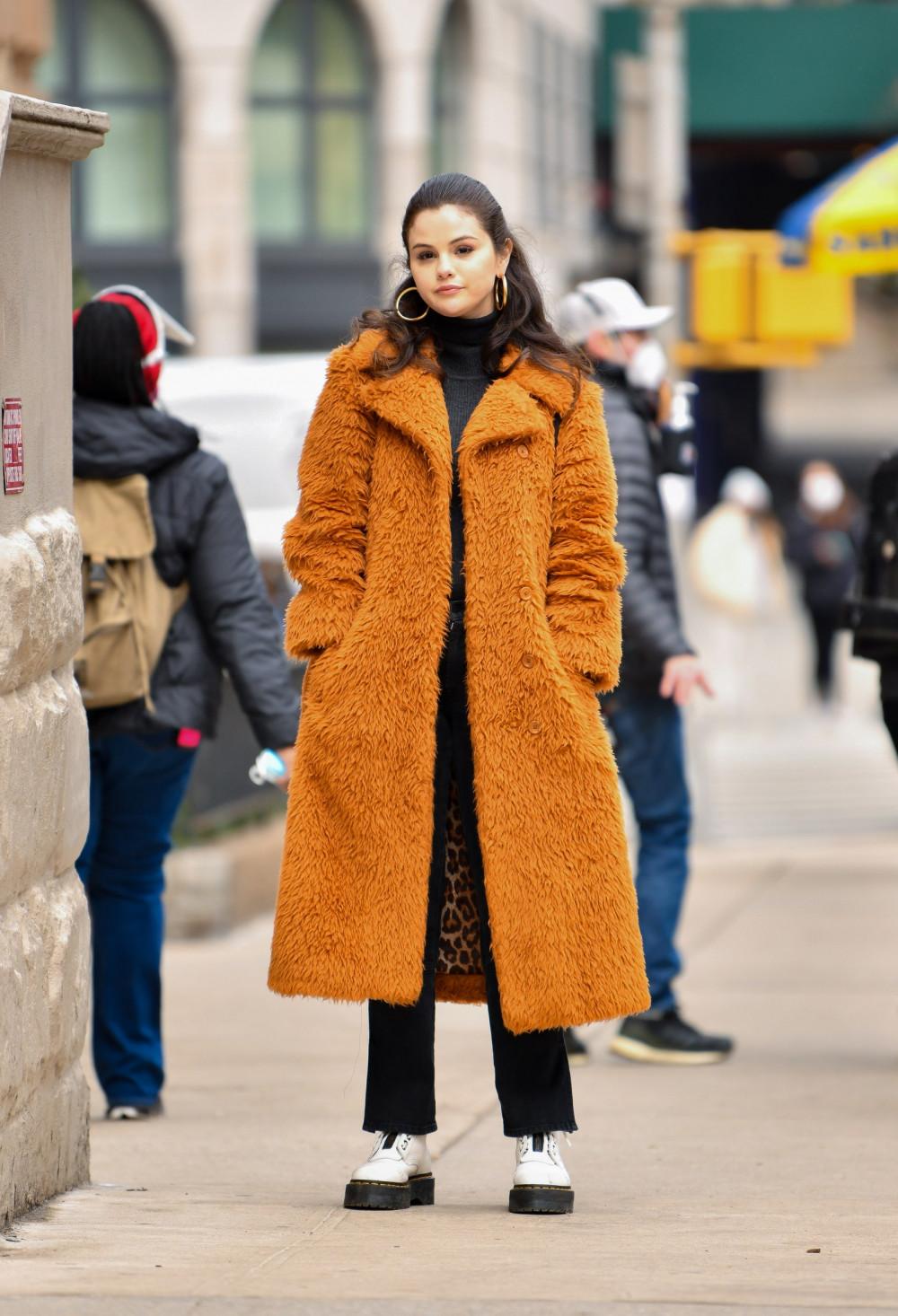 Chắc chắn sẽ không phải là một sự sai lầm khi lựa chọn một đôi bốt trắng với lớp đế cao su dày, nó sẽ giúp bạn mang đến nét hiện đại, tươi mới và đầy bất ngờ cho bất kỳ phong cách thời trang nào.