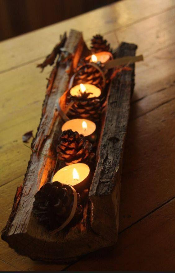 Hình 4. Một  gốc cây với những quả tùng và hoa tealights mộc mạc, thô sơ cùng ánh nến lung linh sưởi ấm cho tâm hồn mộng mơ.