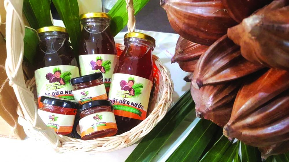 Sản phẩm mật dừa nước của Phan Minh Tiến