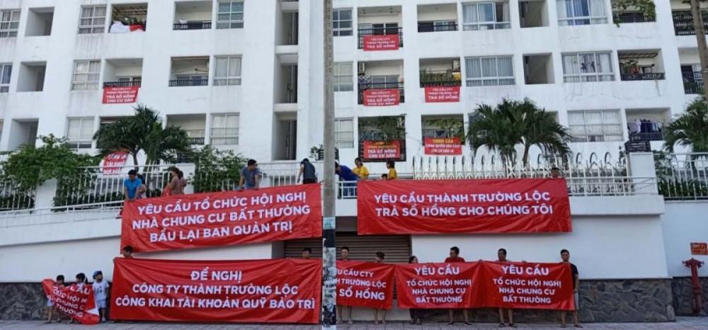 Cư dân một chung cư ở TPHCM giăng băng-rôn phản đối ban quản trị