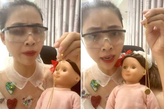 Hình ảnh của YouTuber Thơ Nguyễn trong đoạn clip xin vía học giỏi khiến dư luận phẫn nộ
