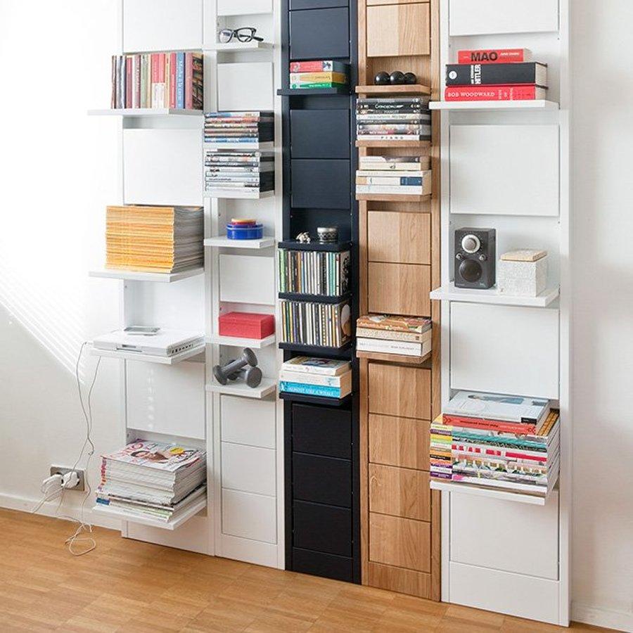 Hình 6. Những hộc tủ có thể gập vào kéo ra gắn trên tường dễ dàng trưng bày hoặc giấu bất kỳ một đồ vật nào kín đáo, gọn gàng.