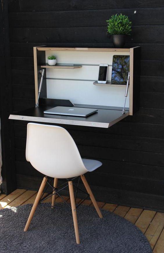 Một chiếc bàn có thể gập lại treo tường đầy phong cách với gam màu trung tính và tối là một ý tưởng rất phong cách phù hợp với không gian nhỏ