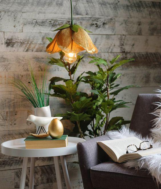 Hình 1. Một chiếc đèn mặt dây chuyền lấy cảm hứng từ hoa vàng tuyệt đẹp mang đến nét sang trọng và thuần khiết cho không gian.