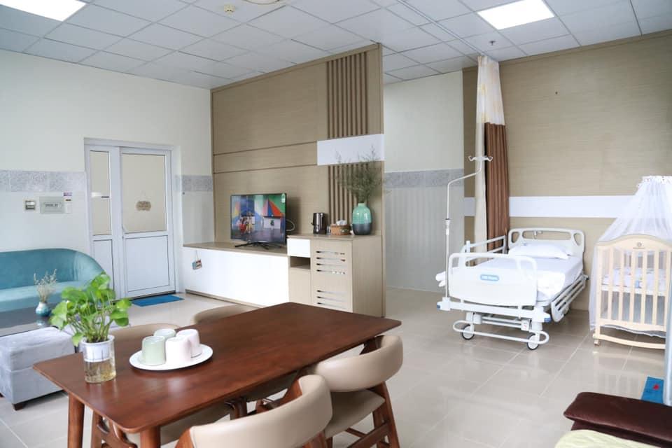 Phòng Deluxe của Bệnh viện Từ Dũ ở khu N. có giá 4 triệu/ phòng/ ngày