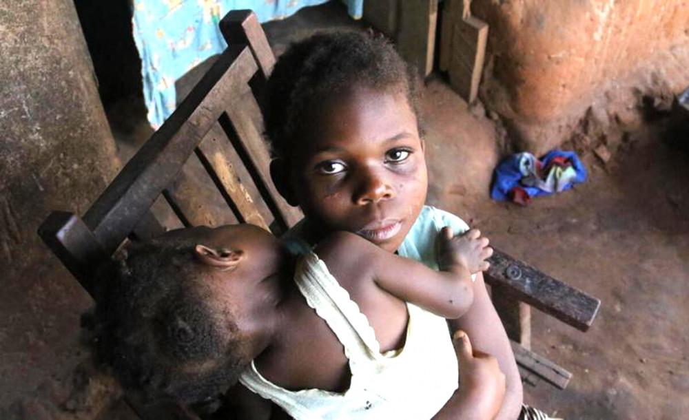 Những đứa trẻ đối mặt với nghèo đói phần lớn tập trung tại Nam Á, kế đó là vùng hạ Sahara của châu Phi
