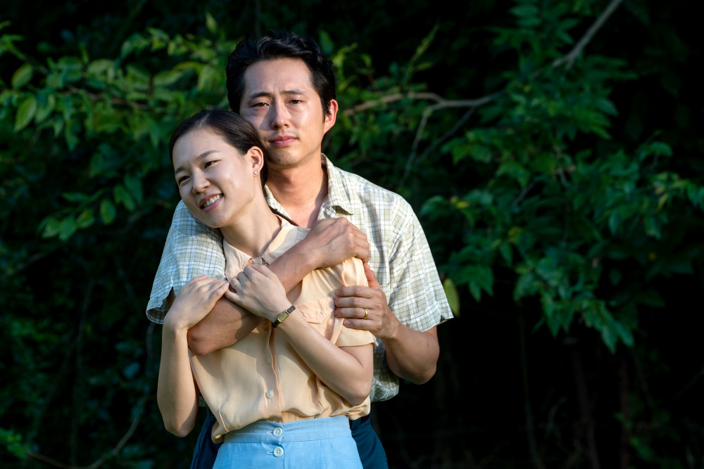 Yeri Han và Steven Yeun đóng vai cặp vợ chồng trong Minari.
