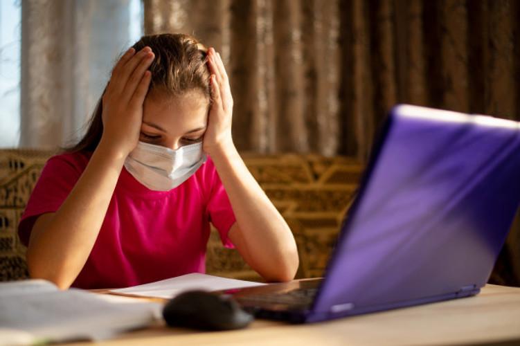 Trường học  còn là môi trường quan trọng nuôi dưỡng sức khỏe thể chất và tinh thần của các em