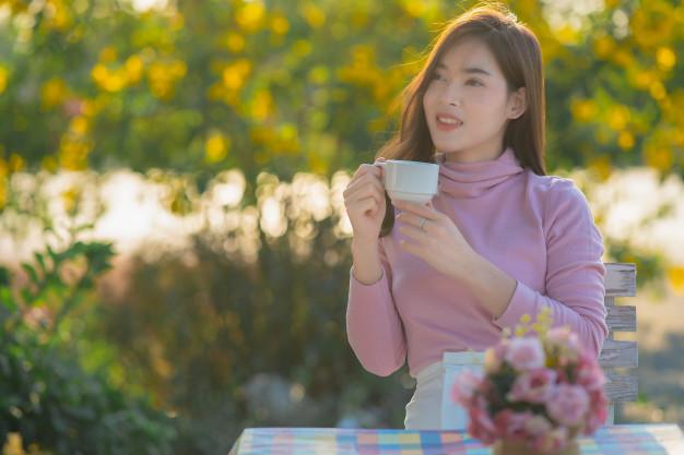 hạnh phúc của tôi đơn giản là mặc bộ đồ yêu thích uống ly trà thơm - Ảnh minh họa