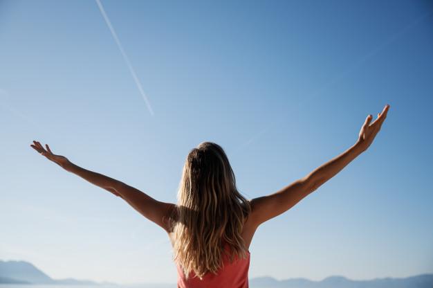 Hạnh phúc là sống vui trong từng phút giây - Ảnh minh họa