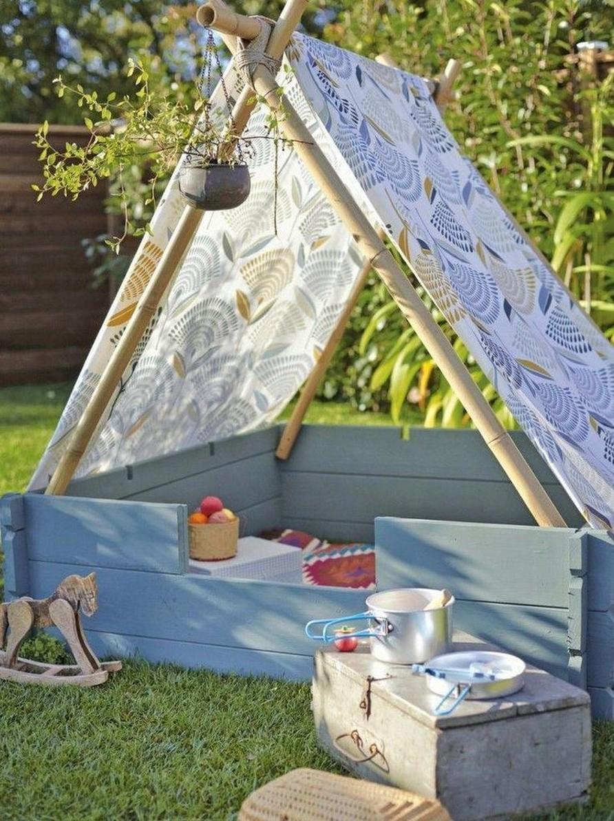Hình 8. Một chiếc lều nhỏ dịu dàng dễ thi công, nó có thể là không gian ngủ trưa, là  không gian dã ngoại hoặc khu đọc sách yên tĩnh mà không cần phải đi đâu xa.
