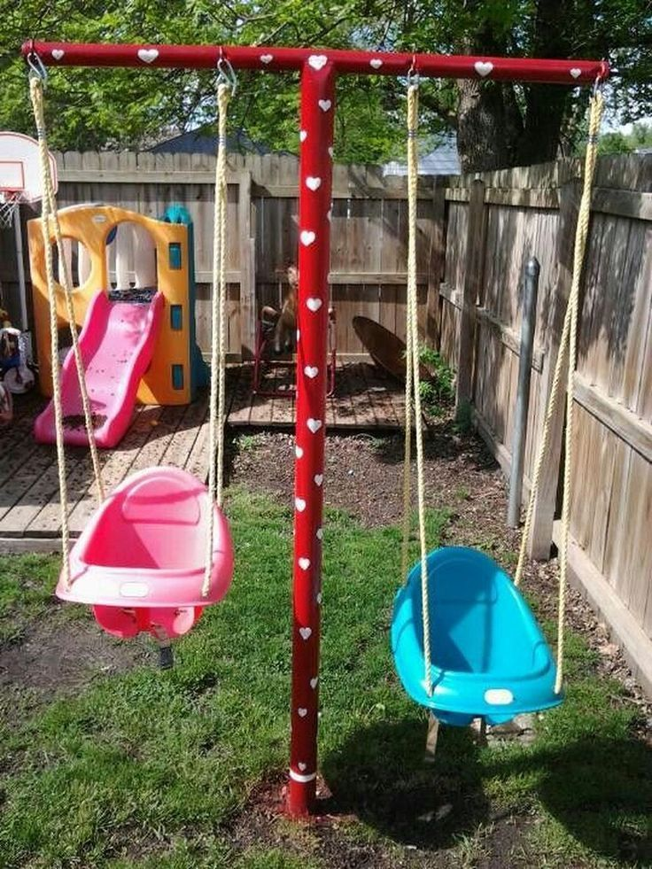 Hình 6. Sân chơi đơn giản đầy màu sắc với xích đu, cầu trượt khiến trẻ chơi đùa cả ngày không chán.
