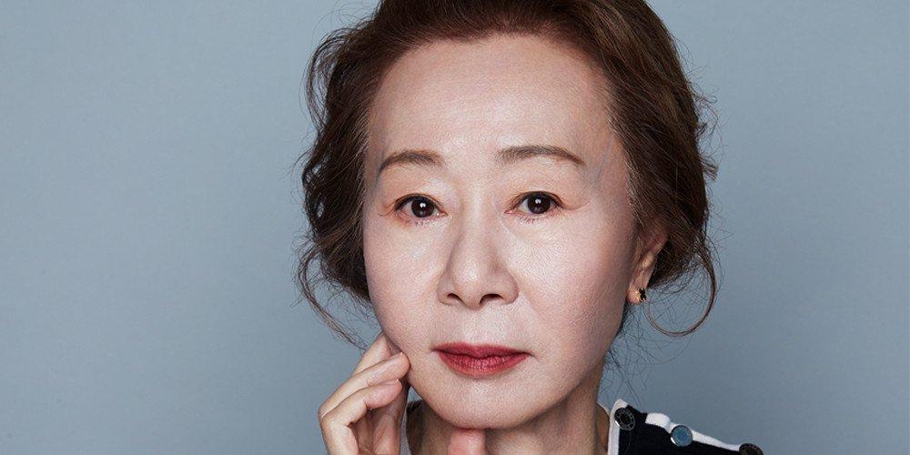 Nữ diễn viên Youn Yuh Jung tỏa sáng ở tuổi 74.