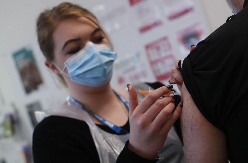 Sau báo cáo của EMA, các nước châu Âu bắt đầu tiêm chủng trở lại vắc-xin AstraZeneca.