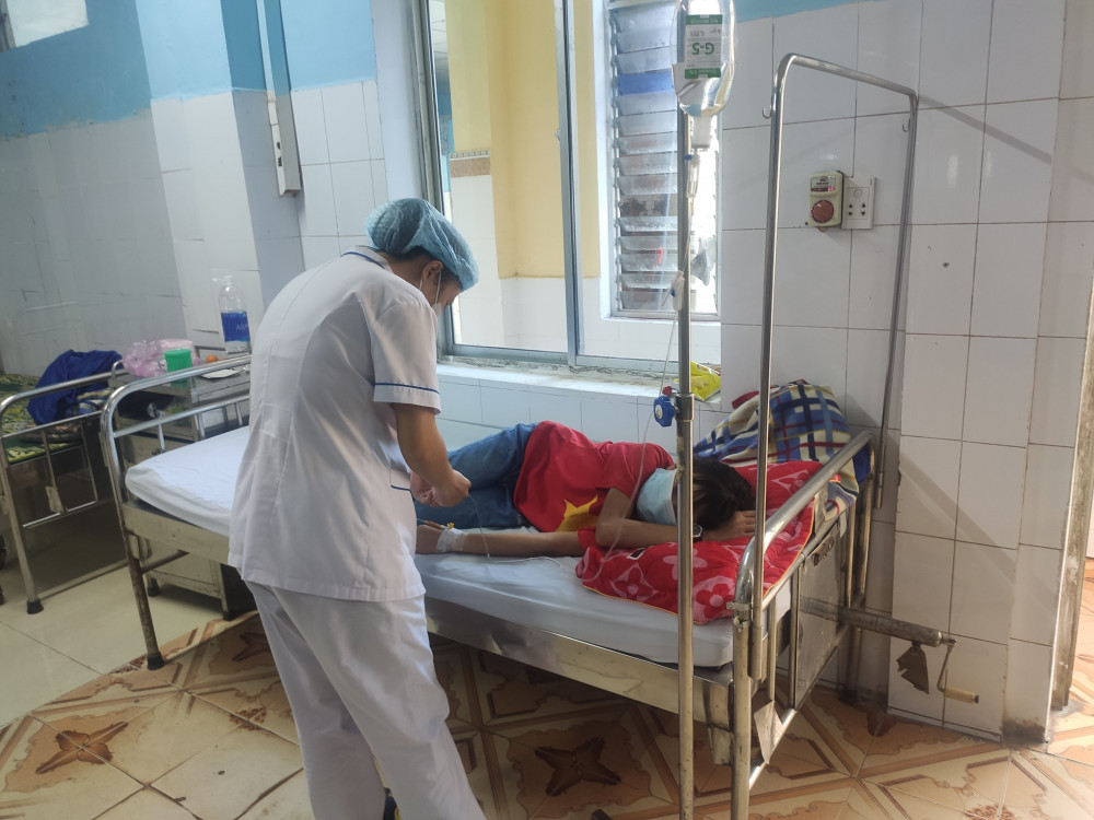 Sau khi xảy ra sự việc, nhà trường đã phối hợp gia đình đưa các em học sinh đến Trạm Y tế xã Hải Phú để kiểm tra, theo dõi sức khỏe