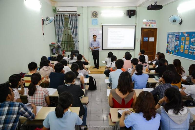 Các trung tâm luyện thi đang thu hút lượng học sinh lớn