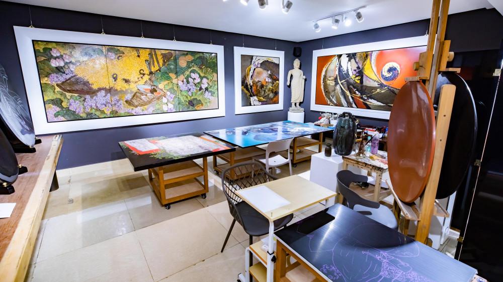 Xưởng vẽ tranh, nơi hoạ sĩ Hoài Hương thực hiện nên các tác phẩm của mình.