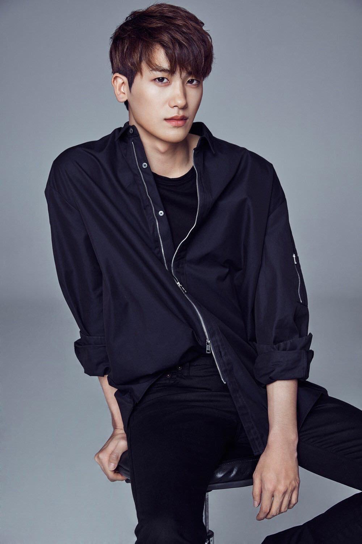 Park Hyung Sik rục rịch trở lại màn ảnh nhỏ sau xuất ngũ.