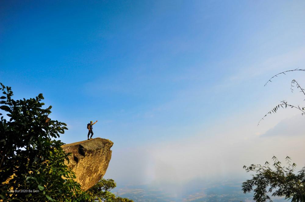Với những người yêu thích trekking, núi Bà Đen là một trong những điểm đến thú vị và có thể chinh phục trong ngày.