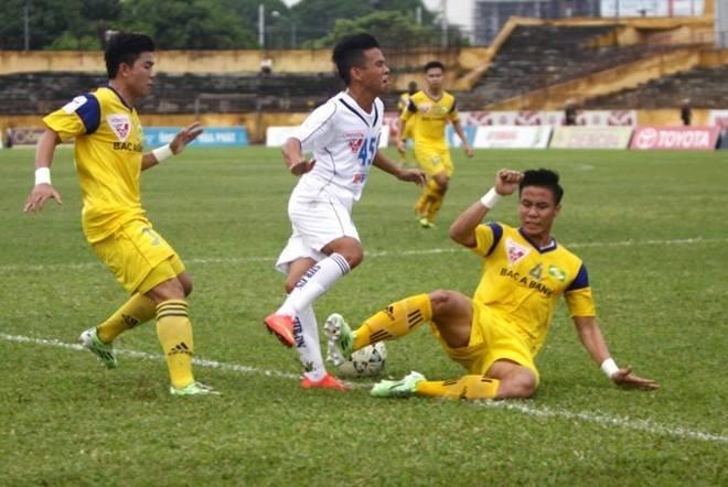 Cũng với cú xoạc bóng thô bạo tương tự, cầu thủ Quế Ngọc Hải (Sông Lam Nghệ An) đã kết thúc sự nghiệp bóng đá của Phạm Anh Khoa (SHB Đà Nẵng)