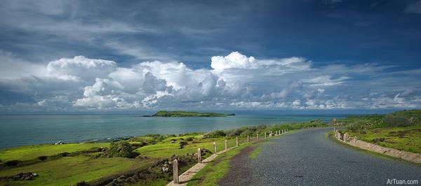 Trên đảo chỉ có một con đường chính.