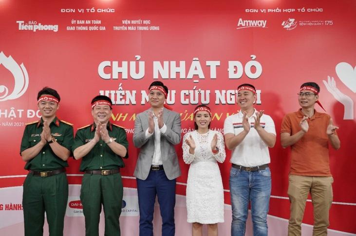 """Ngày 25/3 tại TPHCM, báo Tiền Phong phối hợp cùng Amway Việt Nam và Bệnh viện Quân y 175 tổ chức chương trình """"Chủ nhật đỏ"""" năm 2021. Ảnh: Amway Việt Nam cung cấp"""