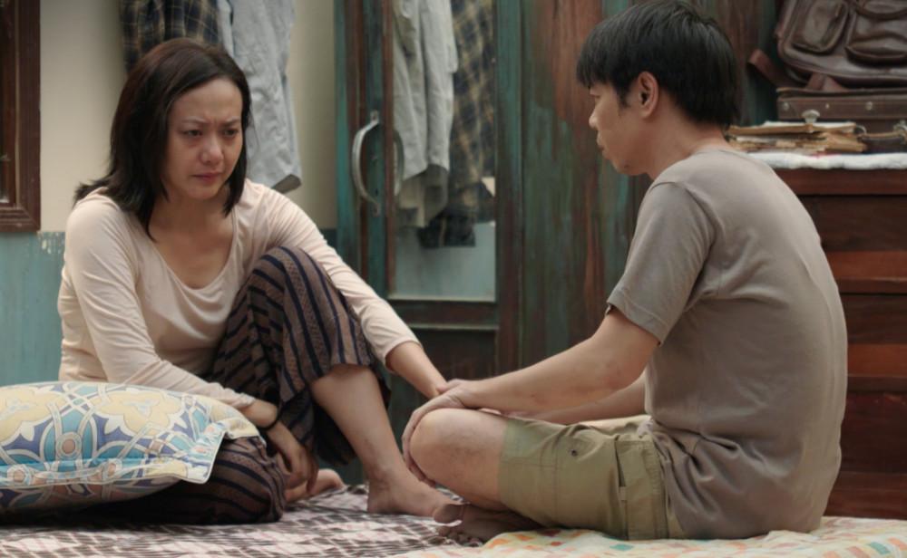 Hồng Ánh trên phim vào vai Hạnh, chịu nhiều cực khổ vì chồng mải lo cho đàn em.