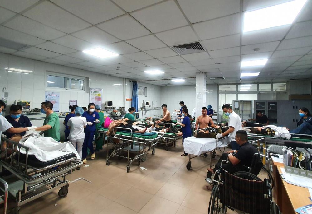 Vụ tai nạn khiến 3 người tử vong, hàng chục người nhập viện cấp cứu