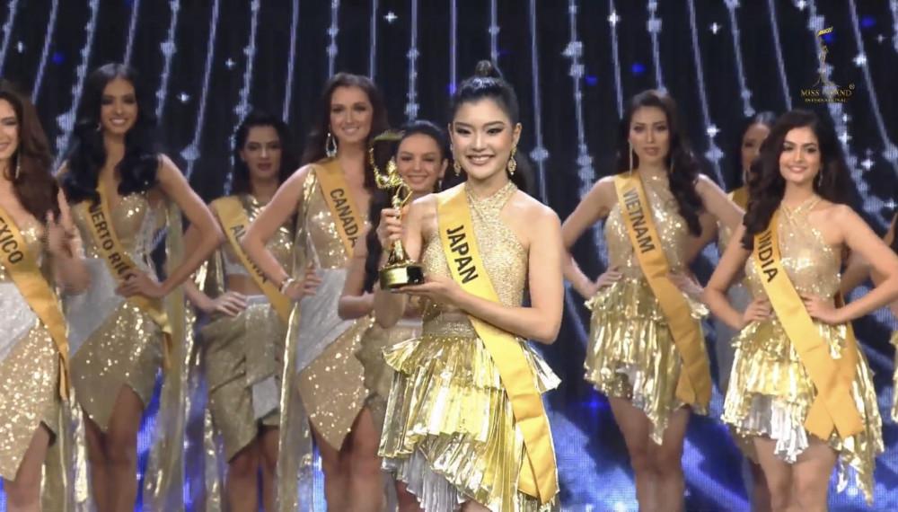 Đại diện Nhật Bản nhận giải thưởng trang phục truyền thống đẹp nhất