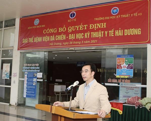 GS.TS Nguyễn Quang Tuấn, Giám đốc Bệnh viện Bạch Mai chúc mừng Bệnh viện Dã chiến số 2 Hải Dương hoàn thành sứ mệnh lịch sử.