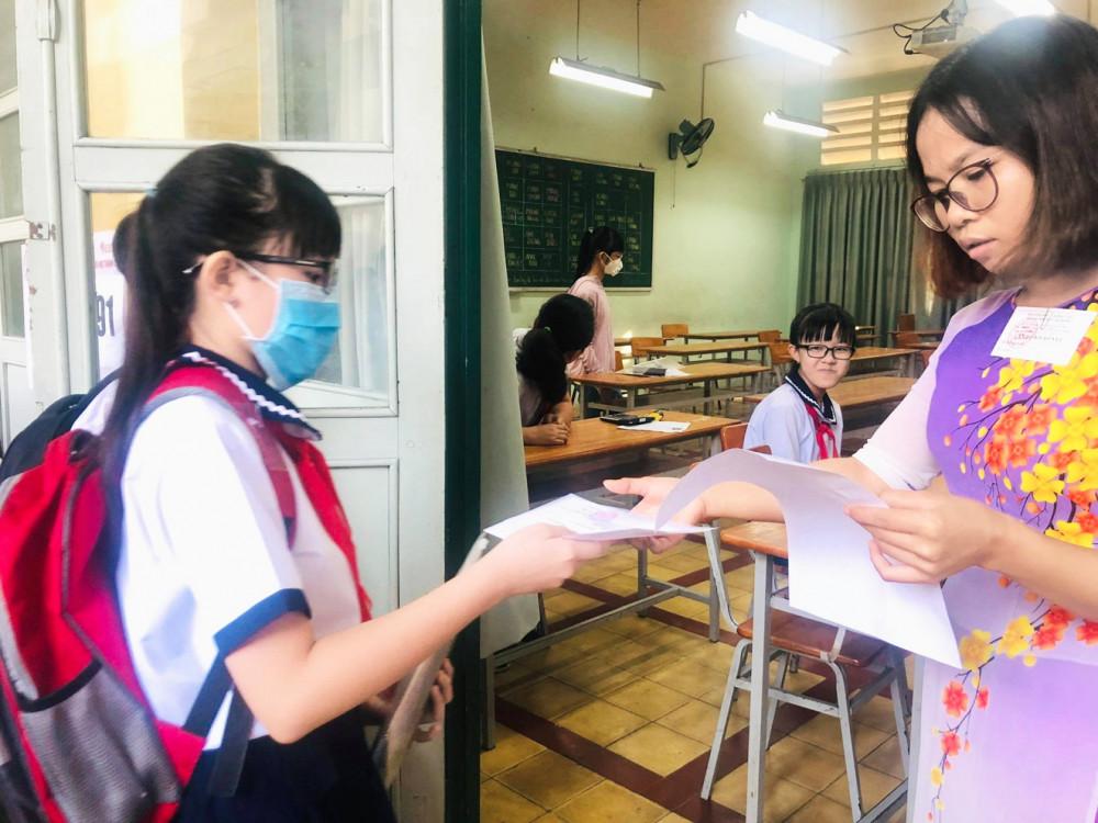 Thí sinh dự thi khảo sát vào lớp Sáu Trường THPT chuyên Trần Đại Nghĩa năm 2020