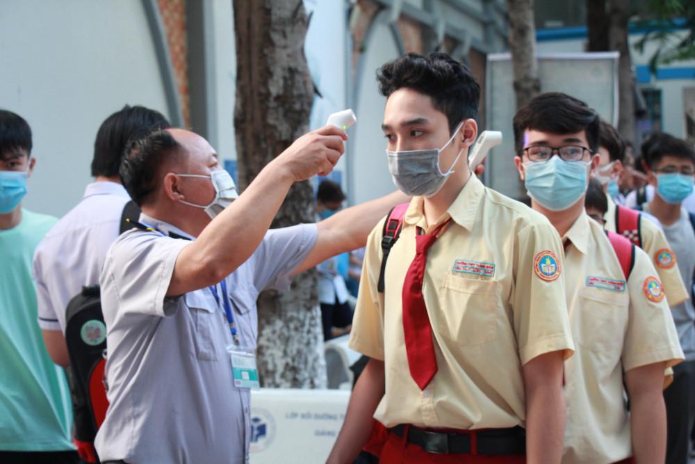 Các điểm thi đều tiến hành kiểm tra thân nhiệt và các biện pháp phòng chống dịch