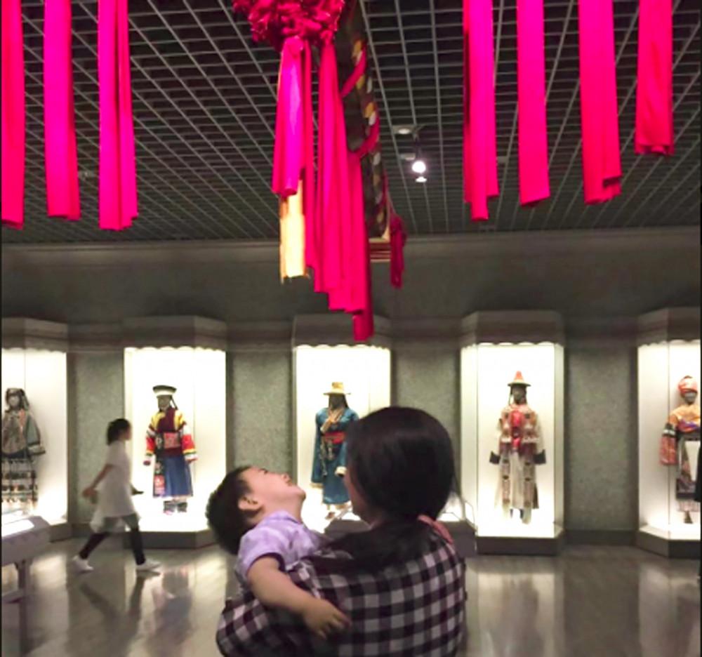 Zou Xiaoqi - bà mẹ đơn thân trở thành nhà hoạt động ở Thượng Hải