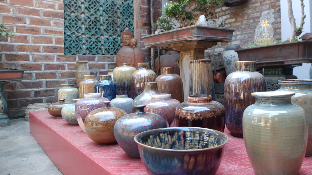 Nghệ nhân Tô Thanh Sơn đã thể hiện được những màu men cổ độc đáo của ông cha.