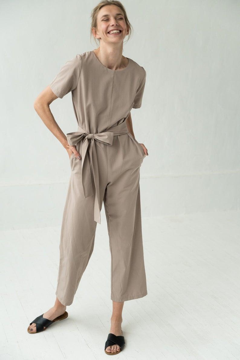 Jumpsuit màu trung tính: