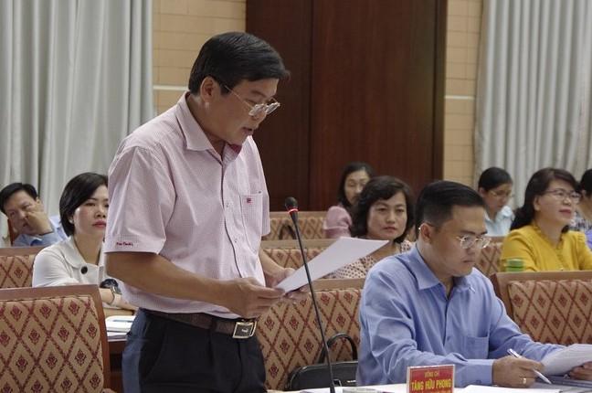 Ông Tăng Hữu Phong thông tin tại phiên họp