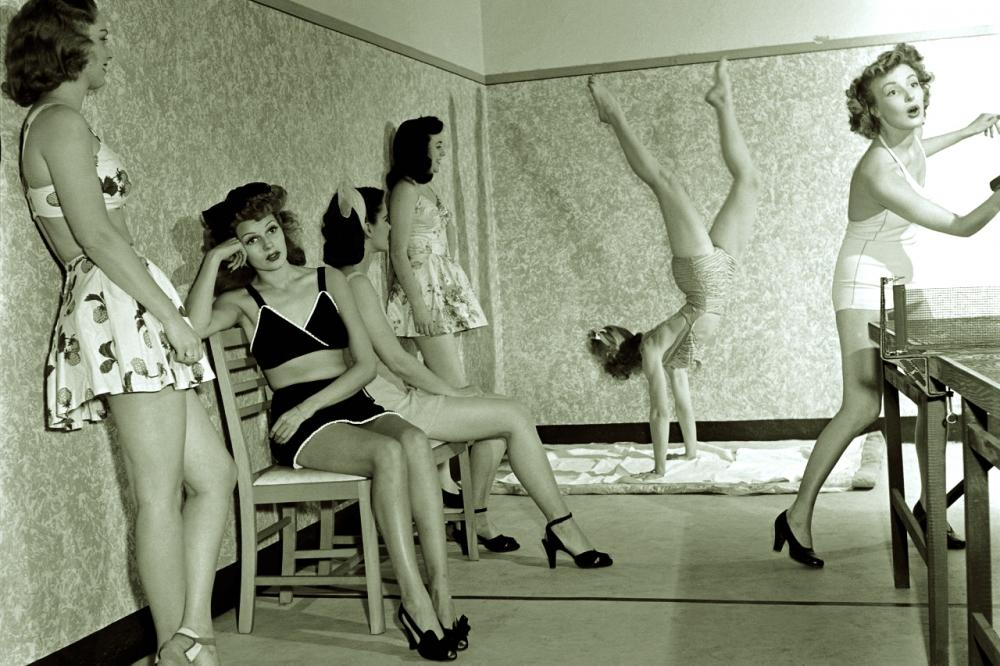 Những vị khách nữ luôn tìm được sự tự do thoải mái khi trú tại Barbizon. Ảnh chụp tại một phòng tập của khách sạn Barbizon - Ảnh: NEW YORK POST