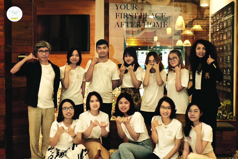 Đường dây nóng Ngày mai do tác giả Đặng Hoàng Giang và chuyên gia tâm lý Nguyễn Hà Thành  khởi xướng, được triển khai bởi một nhóm tình nguyện viên