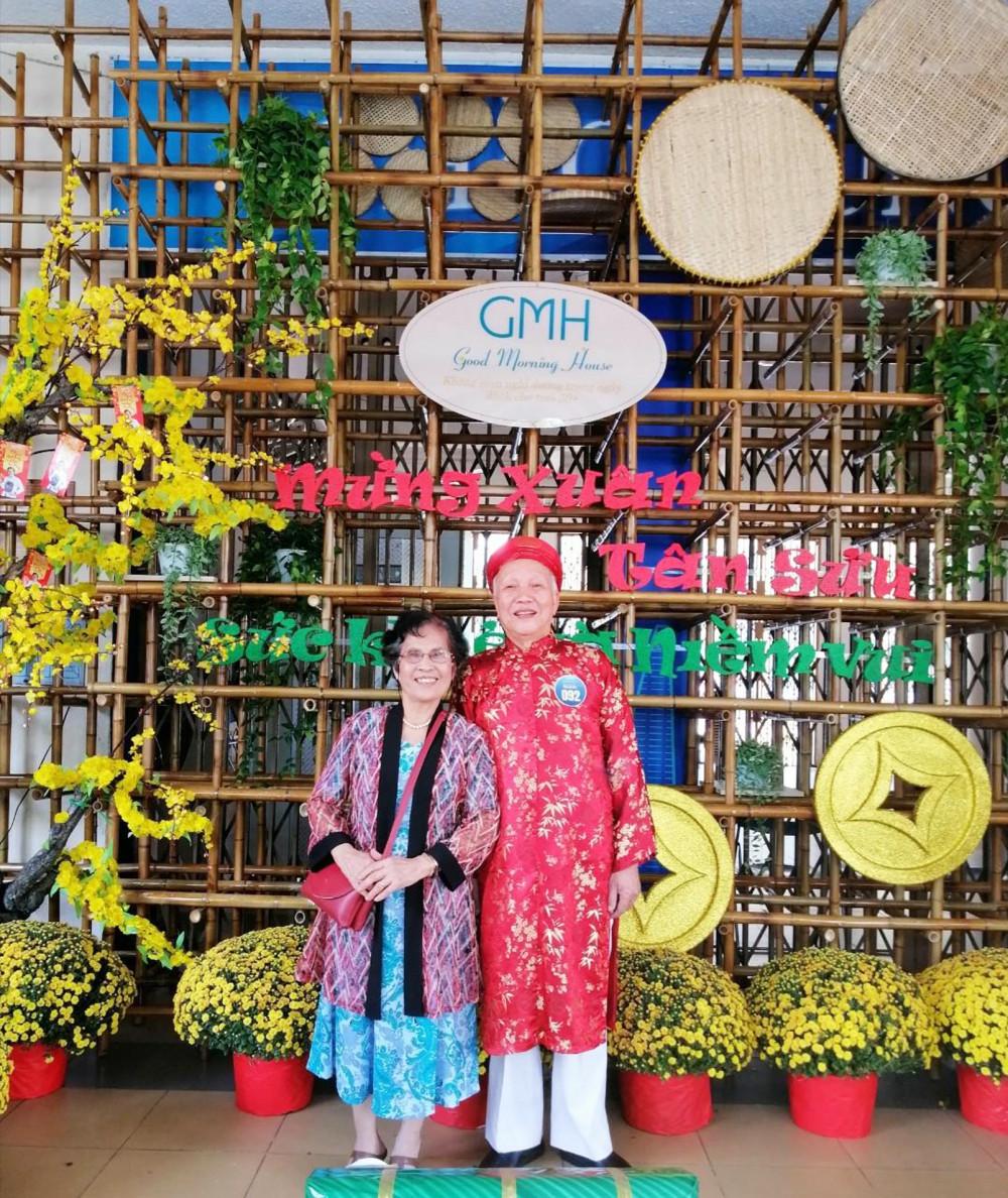 Ông Triệu Văn Hân và vợ - bà Nguyễn Thị Thảo - trong buổi thi chung kết Tiếng hát 50+