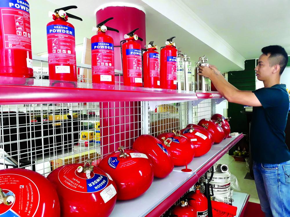Người tiêu dùng cần chú ý chọn mua thiết bị phòng cháy, chữa cháy có tem kiểm định, rõ ràng về nguồn gốc Ả NH: THANH HOA